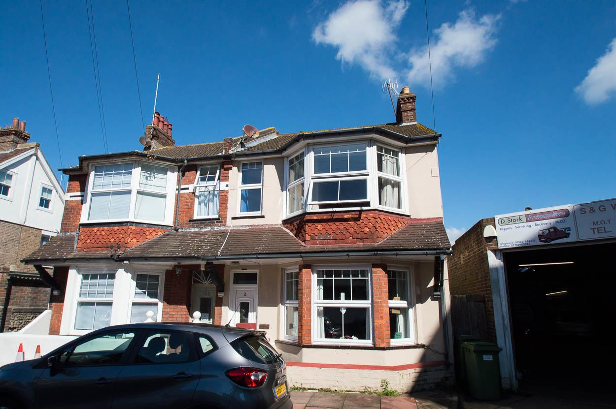 4 Bedrooms Semi Detached House for sale in Bayham Road, Eastbourne